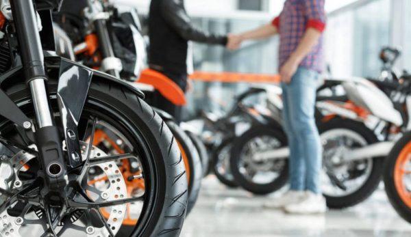 comprar-moto-nueva-990x660